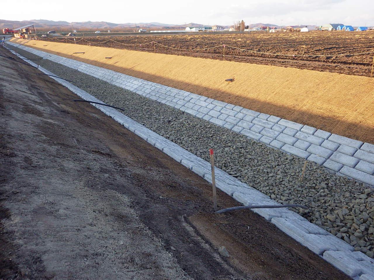 美女地区 黒瀬川排水路外一連工事