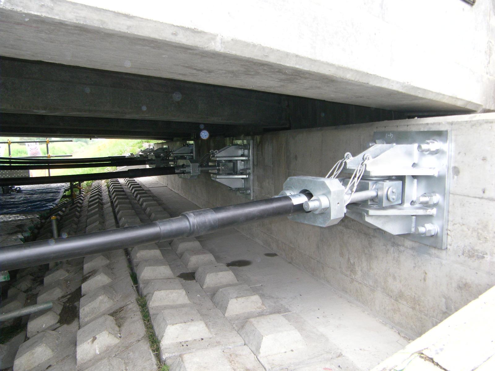 橋台落橋防止ケーブル取付